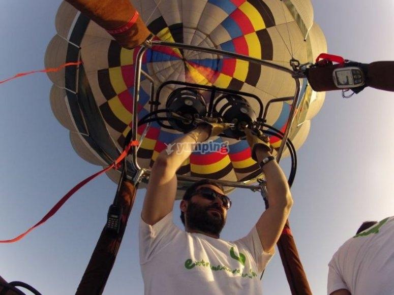 Preparando el globo para el vuelo