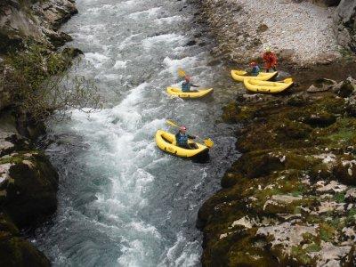 Canoa raft Xtrem en río Cares con picnic y fotos