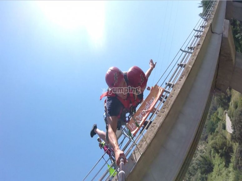 Tandem bungee jumping