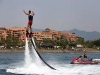 Diversión y equilibrio con el flyboard