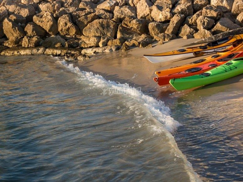 Kayaks junto al rio