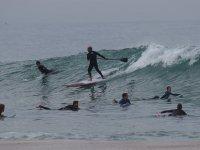 划桨并捕捉波浪
