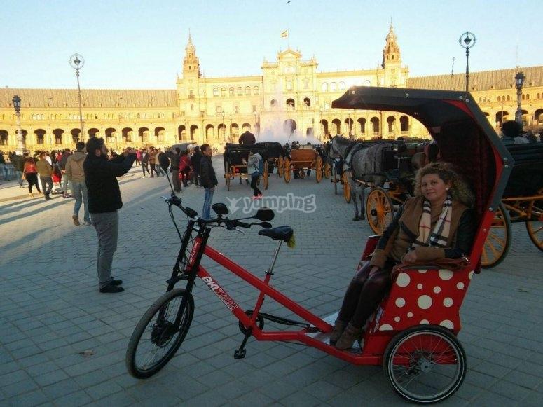 Triciclo en plaza de Espana