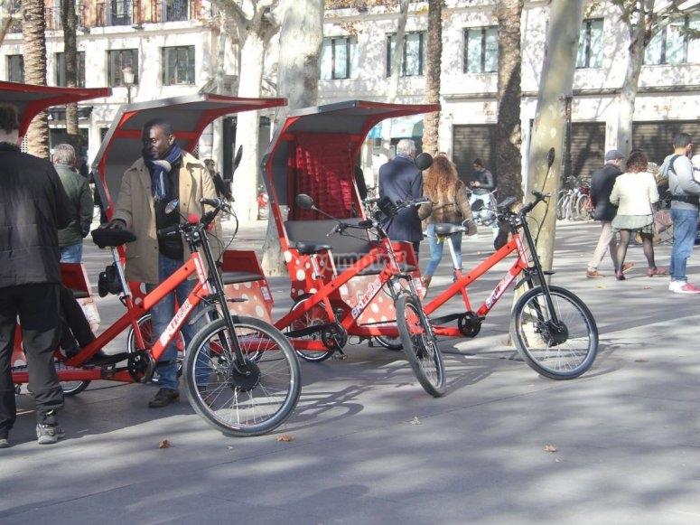 Triciclos aparcados