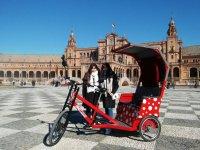 Visita guiada en triciclo Sevilla monumental 2h