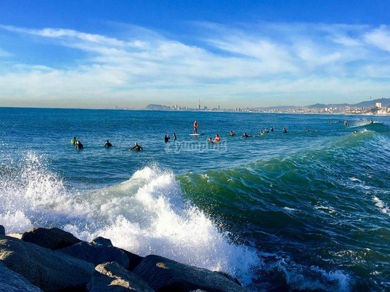 Esperando para coger la ola