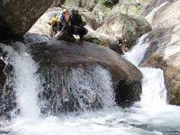 Bajo la cascada de el barranco de los Papuos