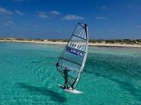 在福门特拉岛练习帆板运动难忘的经历