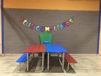 Mesas preparadas para el cumpleaños infantil