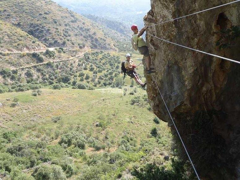 Por la pared de la montaña