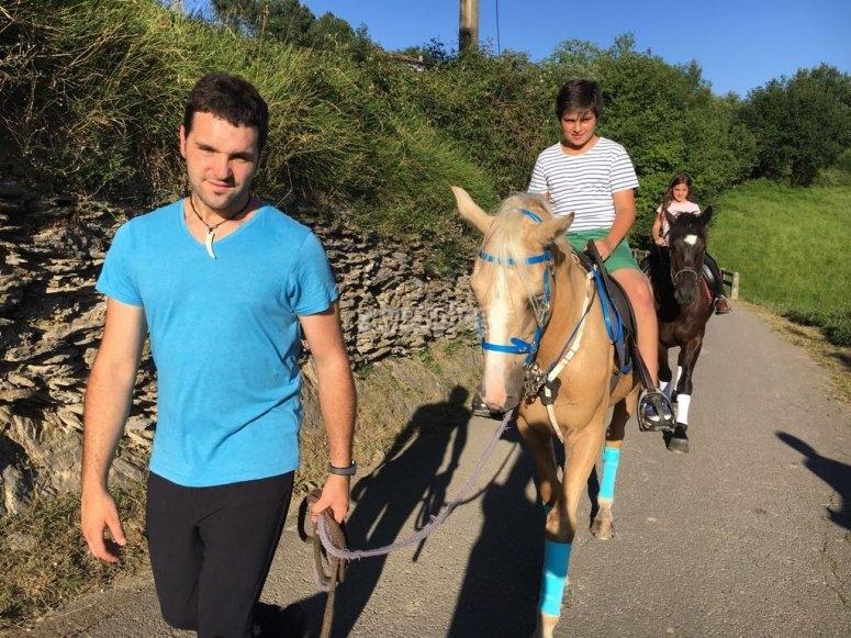 Passeggiate a cavallo con ramo