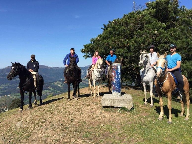 Passeggiate a cavallo su per la collina
