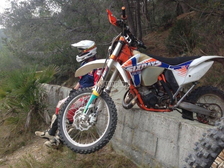 Riposa con la motocicletta