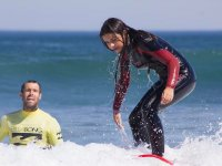 Aprendiendo surf junto al monitor