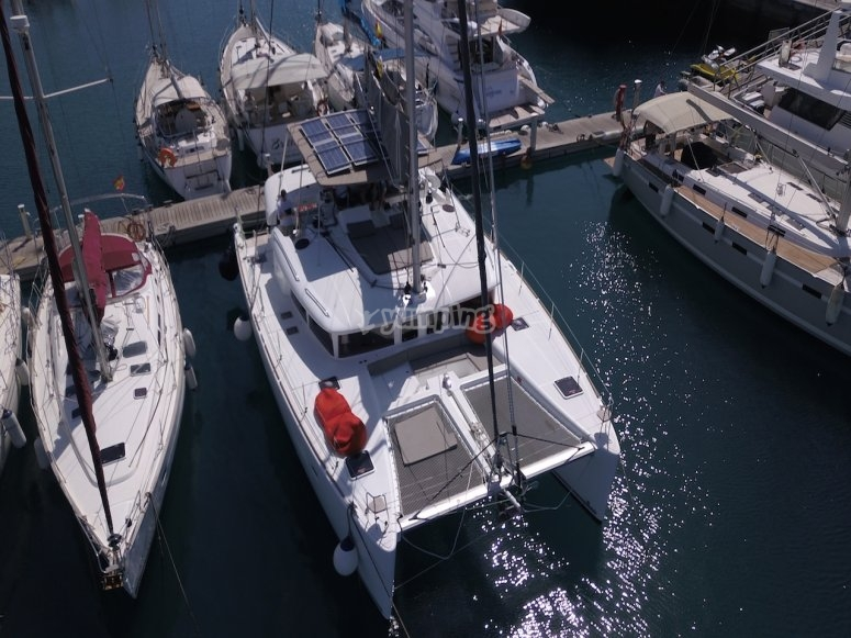 Embarcación en el puerto
