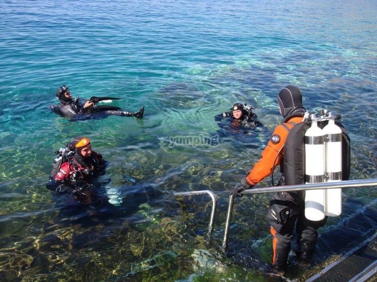 Accediendo al mar para bucear