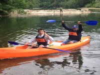 Raggiungendo la riva del Sella in canoa