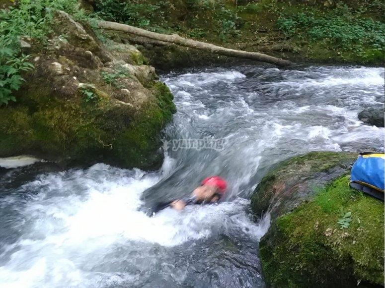 Dejándose llevar por la corriente del río