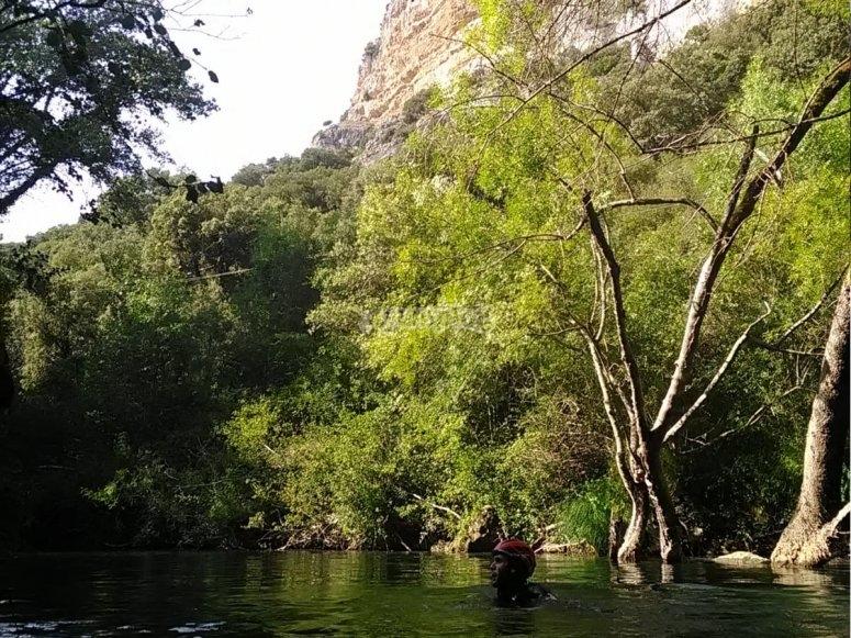 Baño en el río del barranco