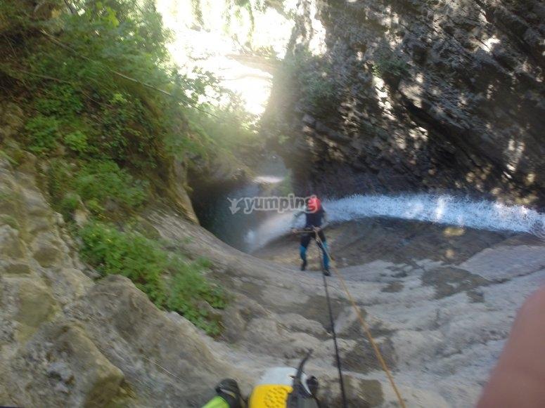 Descenso por el barranco de agua