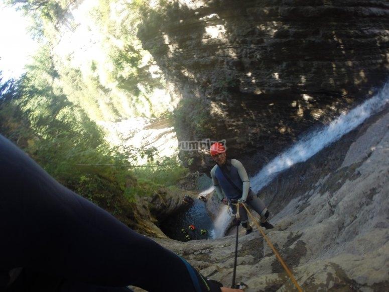 Descendiendo por el barranco de agua
