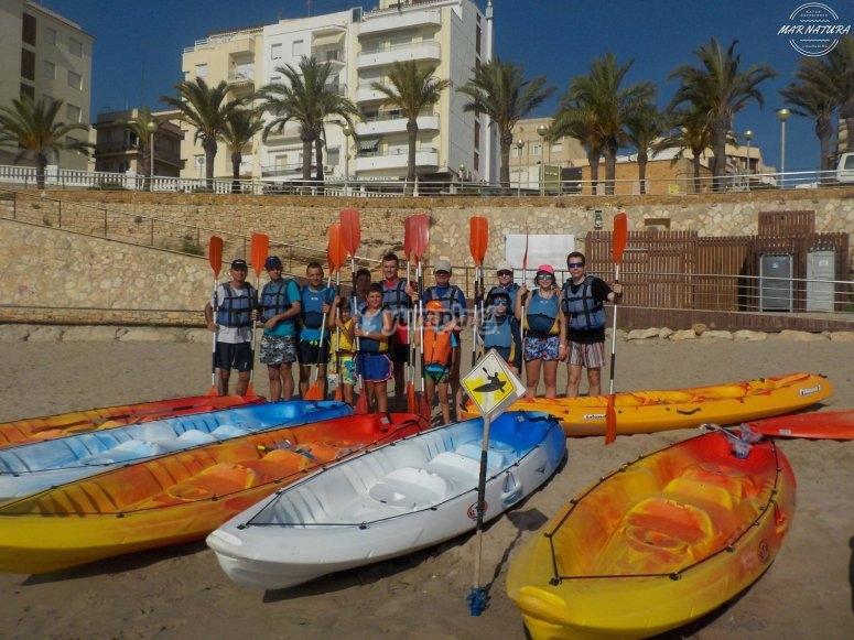 Grupo junto a los kayaks