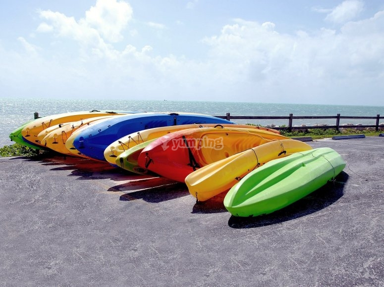 Kayaks en la playa