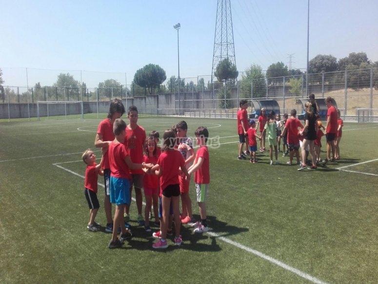 营地中的足球队