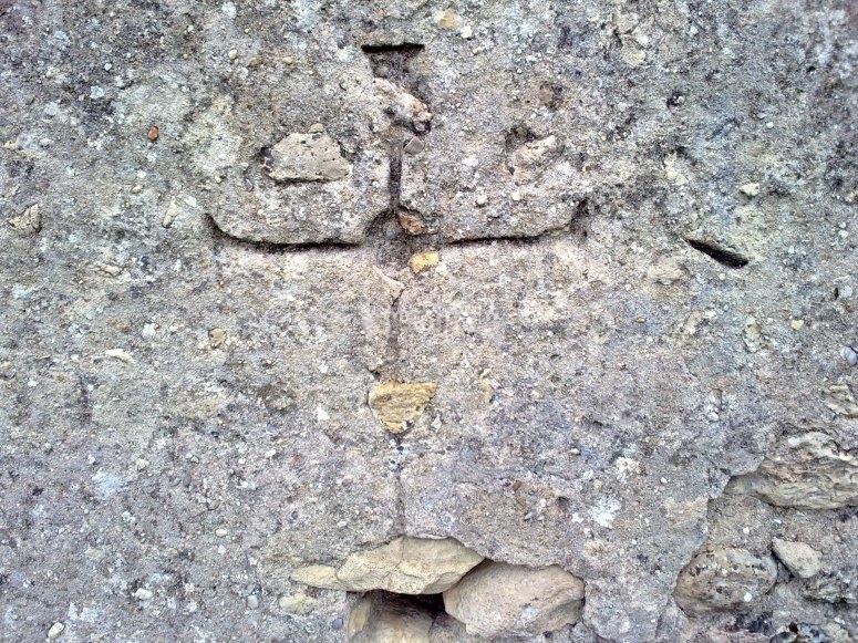 Cruz en la roca