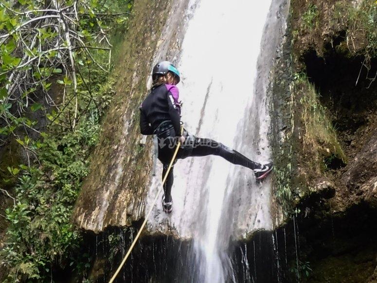 Controlando el descenso en la cascada