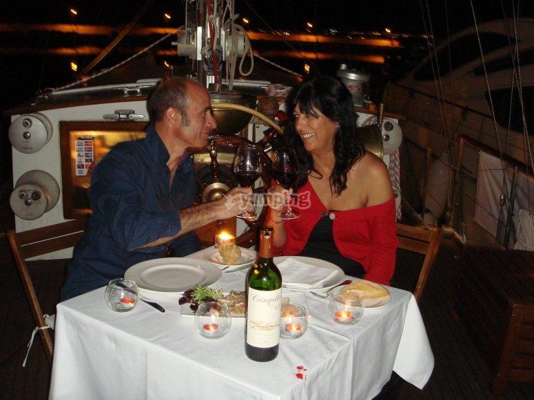 Cena romántica en barco Estepona