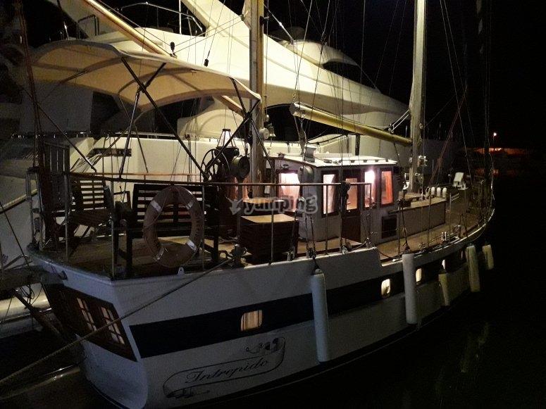 Paseo nocturno en barco por Estepona
