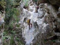 acuatico巴兰科沟壑满是兴奋登山运动