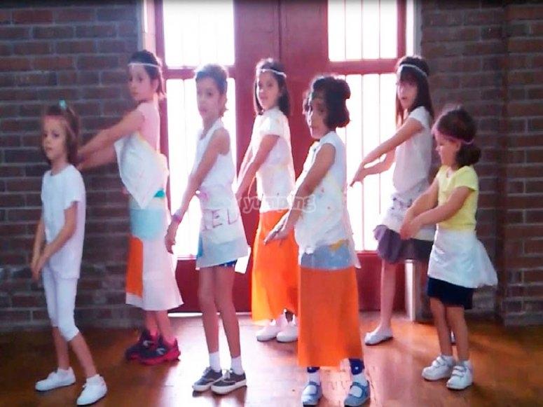Clases de baile en el campamento