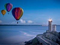 灯塔在气球上飞行