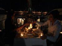 Cena romántica a bordo del velero