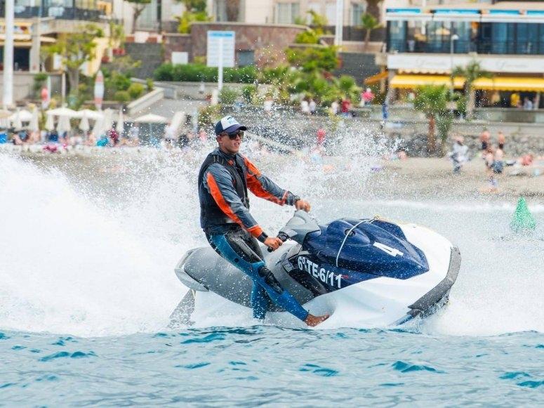 Emocion en moto de agua