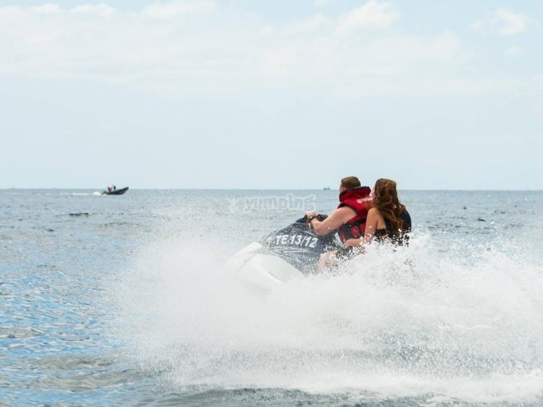 Montar en moto jet ski en Tenerife
