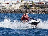 Montar en moto de agua biplaza en Tenerife 40 min
