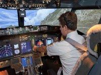 A los mandos de la aeronave