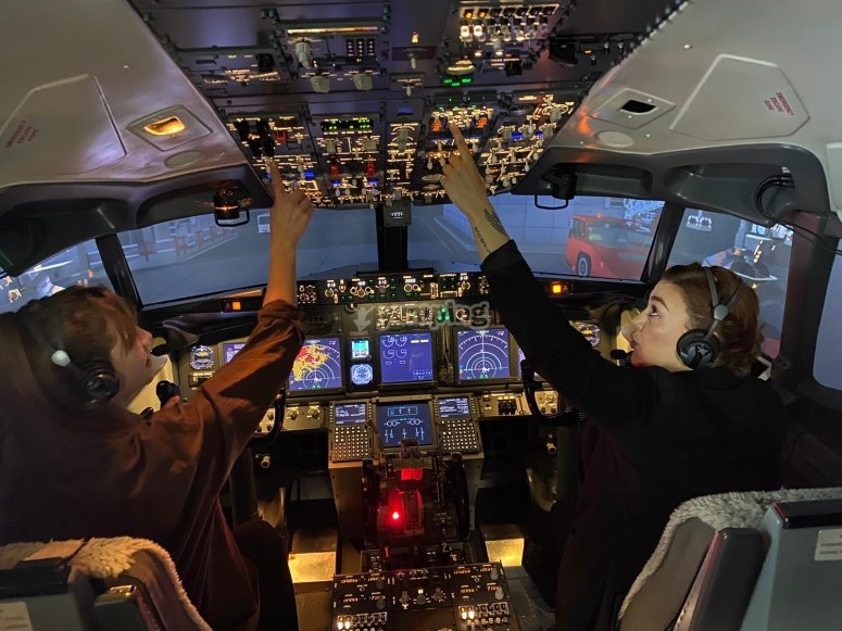 I piloti nella cabina di pilotaggio