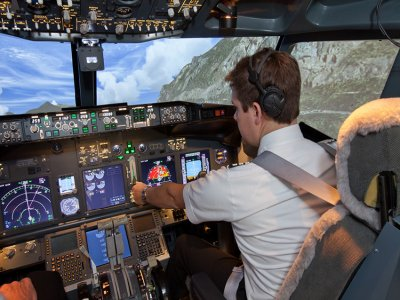 Vuelo en simulador para 3 Puerto Banús 30min