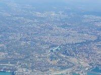从飞机上观看城市风景