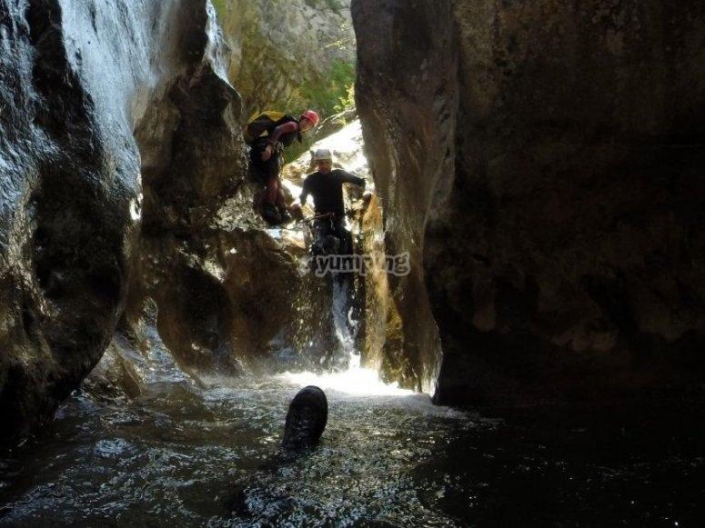 Cuevas de viu de llevata