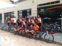 骑自行车组