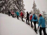 En fila por la nieve