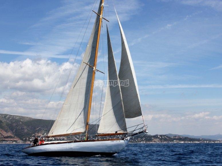 Barca a vela a Barcellona