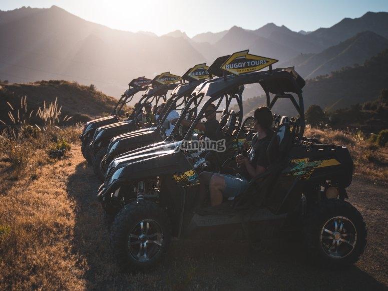 Buggies aparcados en la sierra