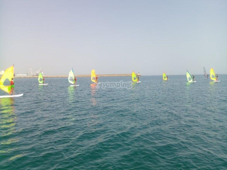 风帆冲浪的基本大头钉和波浪