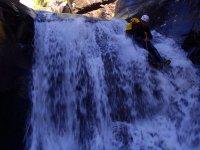 Scendendo giù per la cascata